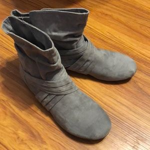 """Women's """"Report"""" Ankle Boots - Grey Suede SZ 10"""